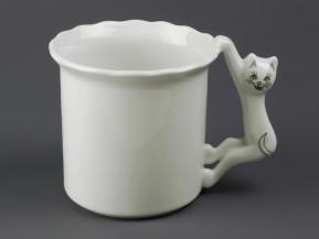 Hrnek (bílý, ucho-kočka)
